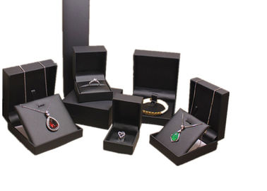 Cina Kulit bermutu tinggi Mens Jewelry Box, Black Luxury Leather Travel Jewelry Case pabrik